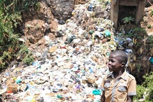 kibera-slums-garbidge-1024x683