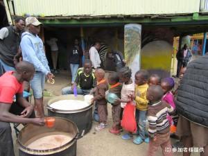(マゴソ)マゴソスクールでは朝昼に給食を支給。以前はWFPの支援があったが今は自費 - コピー