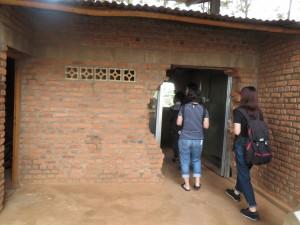 タラマ教会:学校の教科書や聖書が残されている